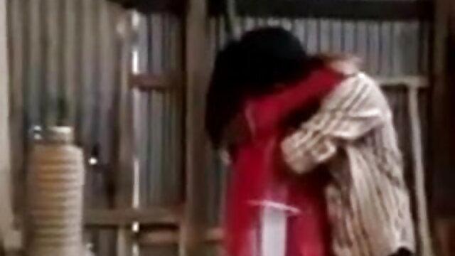 आरिया जियोवानी पूलसाइड फुल एचडी हिंदी सेक्सी फिल्म लेस्बो फन!