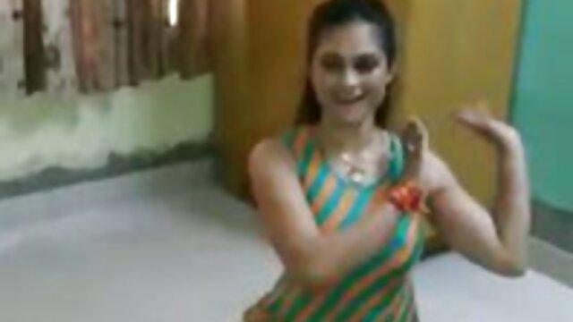 कम और हिंदी में सेक्सी फुल एचडी में मुझे चोदो