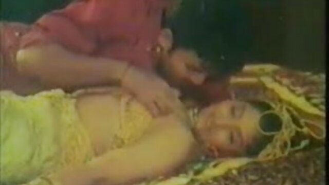 प्रेमिका हस्तमैथुन और उसके सोफे पर सेक्सी फिल्म फुल एचडी बकवास