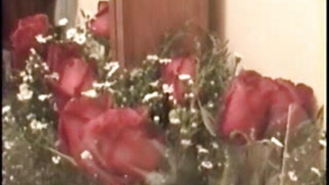 पुराने मकान मालिक और युवा किरायेदार फुल एचडी सेक्सी फिल्म वीडियो में 2