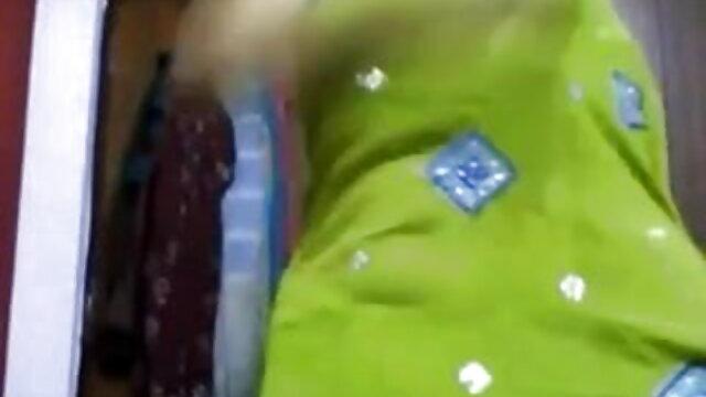 याज़मिन केटी ली को सेक्सी फिल्म फुल एचडी हिंदी में एक लैपडांस देता है।